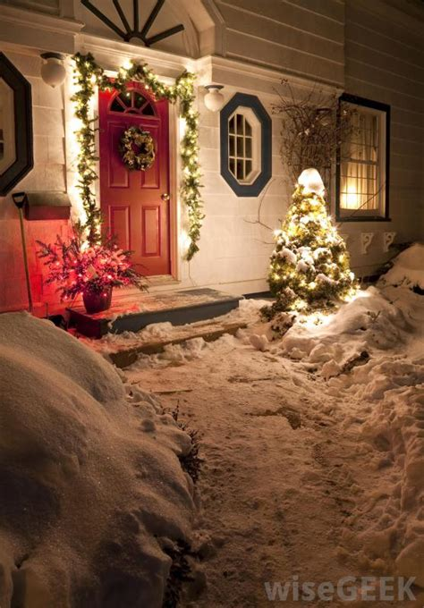 what are the different types of outdoor decorations