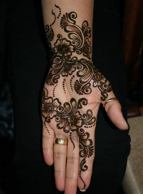 10 black mehndi designs that will never go out of fashion