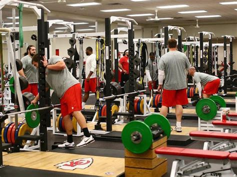 weight room workouts for football players all 32 nfl weight rooms ranked stack