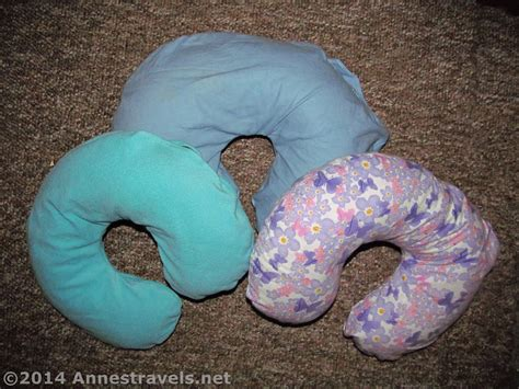 Diy Neck Pillow by Diy Travel Neck Pillow With Washable Cover S Travels