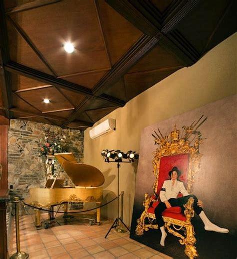 1 Bedroom Apartment Chicago michael jackson s las vegas thriller villa is on the market