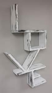 White Distressed Bookshelf M 225 S De 1000 Im 225 Genes Sobre Cuadros Y Lienzos De Palets En