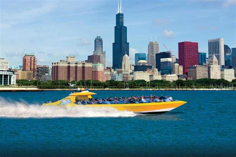 boat rides around chicago unique date ideas in chicago from food tours to fencing