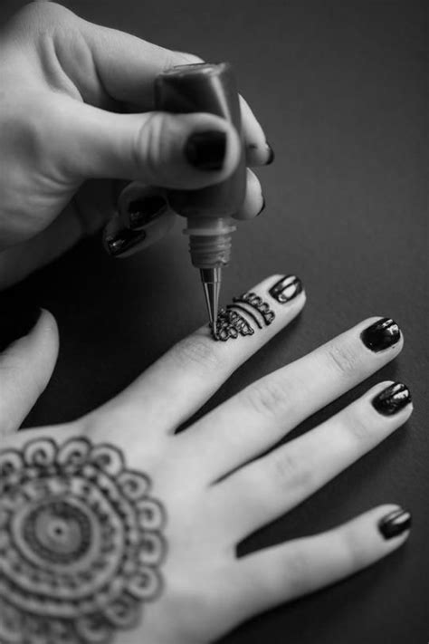 doctors caution against black henna tattoos after 10 year
