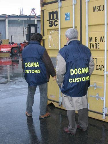 ufficio della dogana contraffazione sequestrati copri lattine a taranto
