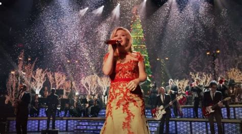 kelly clarkson s christmas special is coming video