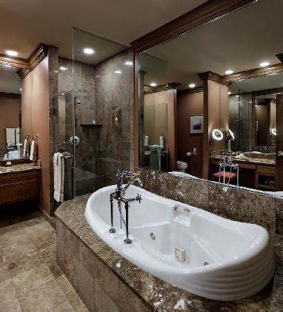 Hotels With Oversized Bathtubs by Oversized Whirlpool Bath Picture Of The Herrington Inn