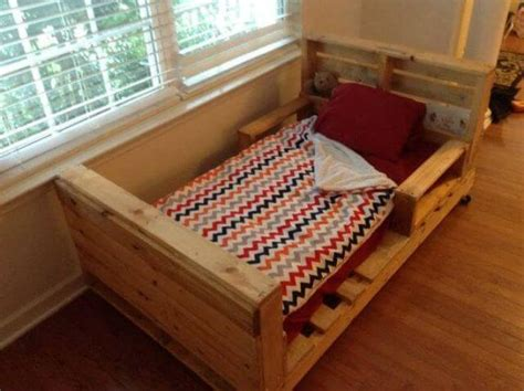 kids pallet bed 5 simple diy pallet toddler beds 101 pallets