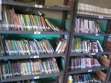 Rak Penitipan Barang tata ruang peralatan dan perlengkapan perpustakaan