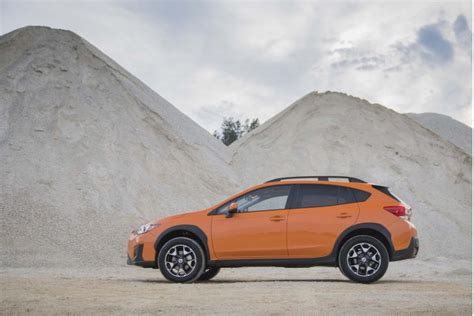subaru jeep 2017 2018 subaru crosstrek vs 2017 jeep renegade compare cars