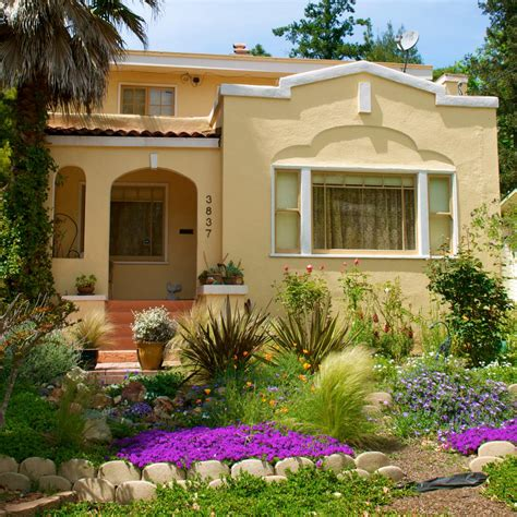 create affordable front yard garden  landscaping
