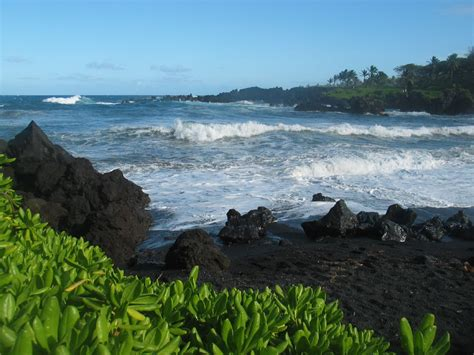 beaches with black sand the black sand beaches of hawaii