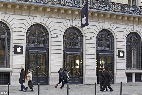apple store paris apple store in paris robbed of more than 163 1 million worth