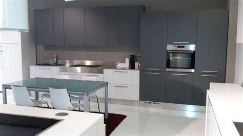 cucina grigio antracite cucina laminato olmo bianco e grigio grafite cucine