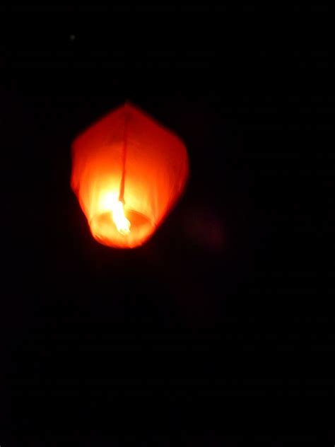 How To Make A Flying Paper Lantern - file flying paper sky lantern 1160605 jpg wikimedia commons