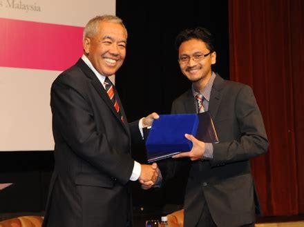 biokatalis adalah dr iqbal 33 adalah penerima anugerah saintis muda