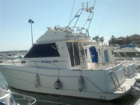 un barco pesquero recolecta 800 rodman 800 en cn sancti petri embarcaciones cabinadas de