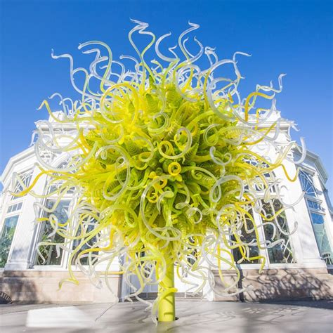The Garden Nyc by Chihuly S Colorful Glass Sculptures Sprout Up In The New