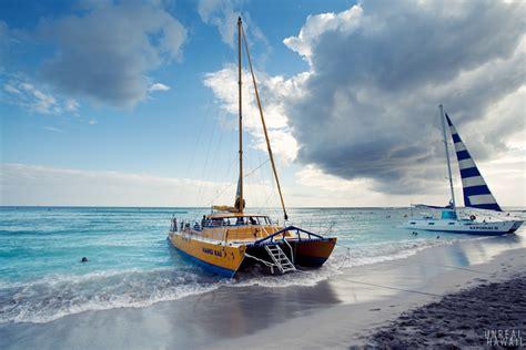 catamaran booze cruise hawaii waikiki sunset sail unrealhawaii