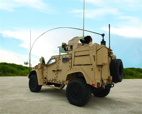 tactical truck us military chooses oshkosh defense s jltv as humvee