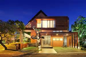 small luxury homes indonesia luxury homes living large on a small site