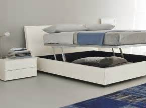 storage beds lift up vs drawer storage