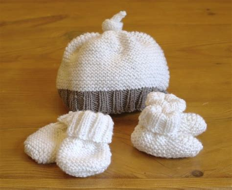 Catell Mittens And Booties Set easy baby hat booties mittens set knitting pattern by