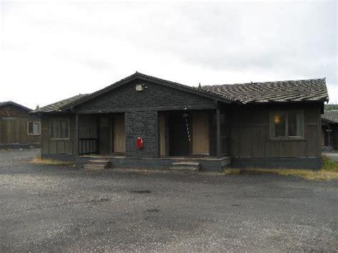 Faithful Snow Lodge Cabins faithful visitors center next to the geyser