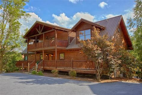 smoky mountain cabin sleeps 20 guests cabins usa gatlinburg