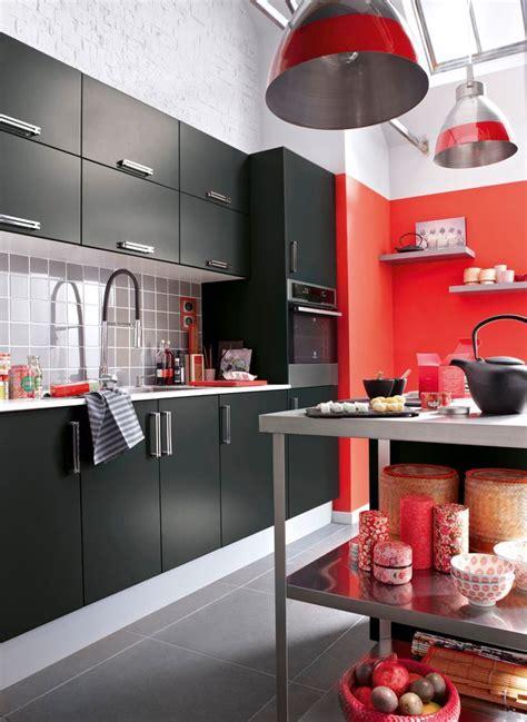 Délicieux Cuisine Inox Leroy Merlin #2: peinture-rouge-dans-cuisine-contemporaine-noire_5387361.jpg