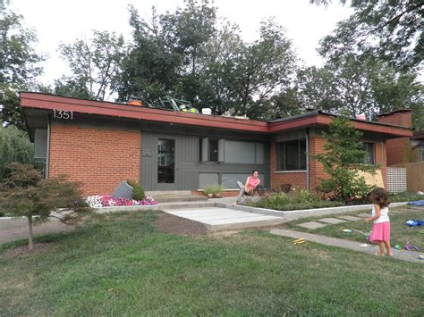 mid century modern color combination for exterior that has brick i don t ext house