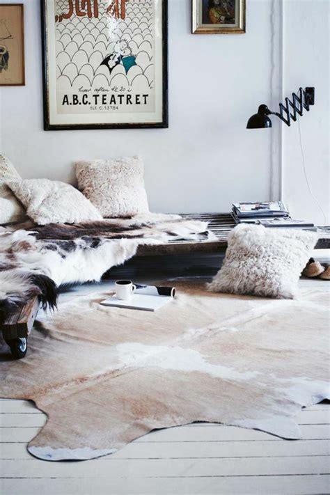 kuhfell teppich kuhfell teppich im wohn oder schlafzimmer verlegen