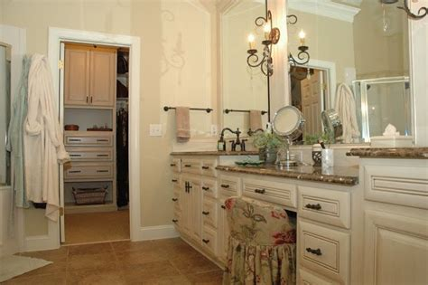Sw Dover White Kitchen Cabinets Wall Color Is Sherwin Williams Believable Buff Cabinets And Trim Sw Dover White With A Taupy