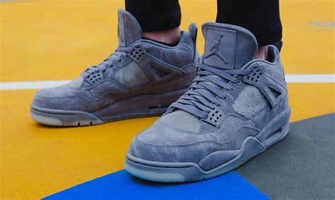 Nike Air Iv X Kaws Family Friends Sepatu Sneakers Pria Premiu The Kaws X Air 4 Will Be Releasing