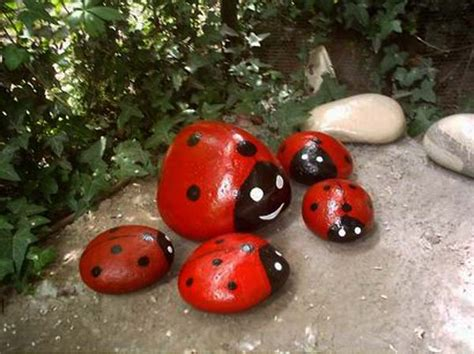 Painting Rocks For Garden Painted Rocks For Artistic Yard And Garden Designs 40 Rockpainting Ideas