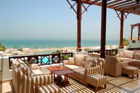 terrazzi di lusso terrazzo di vista mare all albergo di lusso immagine