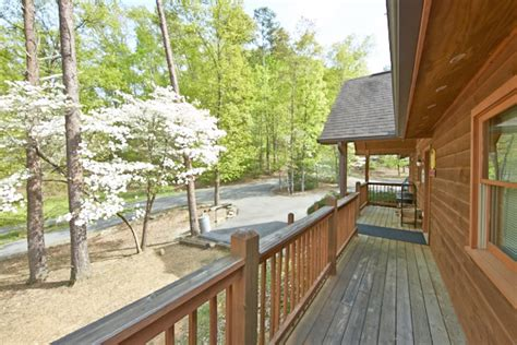 Cabins In Pigeon Forge With Pool Access by Pigeon Forge Cabin Bluff View 3 Bedroom Sleeps 8