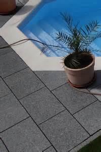 wer verlegt terrassenplatten terrassenplatten verlegen schritt f 252 r schritt anleitung