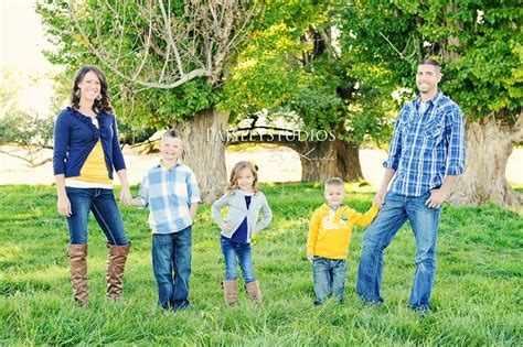 family picture color ideas great color scheme and outfits family pose paisley