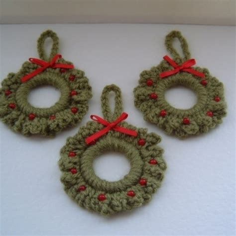 crochet christmas crafts free wreath patterns lena patterns
