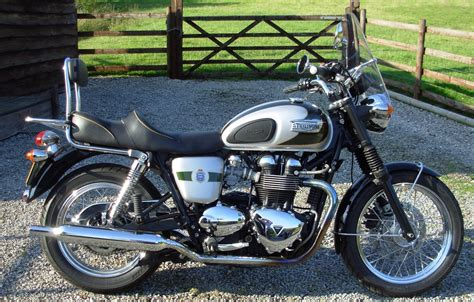 Manhattan Motorcycles Ltd. TRIUMPH BONNEVILLE T100 A2