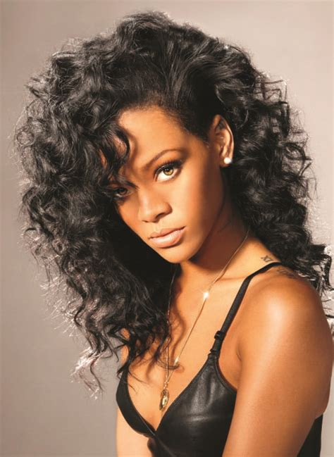rihanna wearing curly wavy hair fly hair pinterest