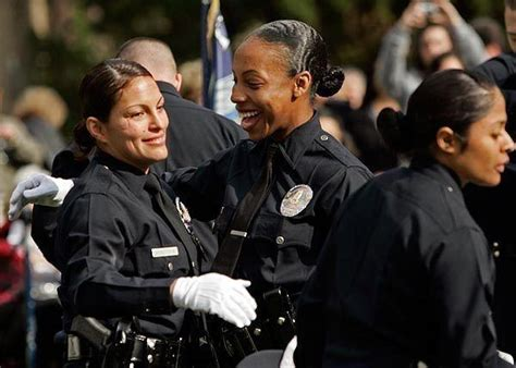 hairstyles for police officers are uniformed female lapd officers allowed to let their