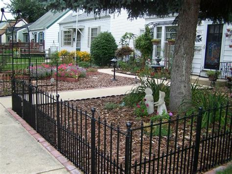Backyard Metal Fence by And Cool Front Yard Fence Ideas For Your Home