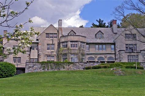 anderson cooper house cnn s anderson cooper born of america s first billionaire family buys historic