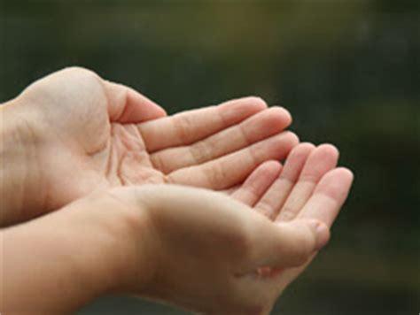 kadang kadang teringin jua cara menadah tangan semasa berdoa