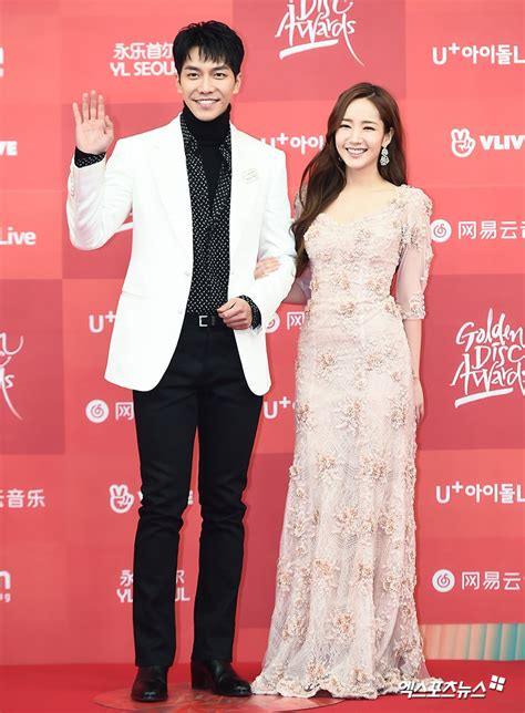 lee seung gi park min young stars walk the red carpet at first day of 33rd golden disc