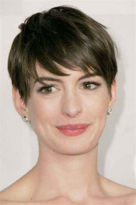 narrow female face short hairstyles for long face shapes hairstyles