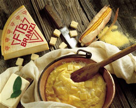 cucinare la polenta taragna prodotti tipici valle brembana bergamo