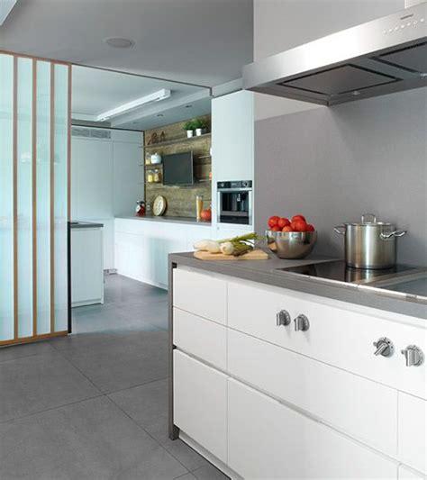 elegancia personalidad sencillez cualidades de una cocina  dos espacios diferenciados http